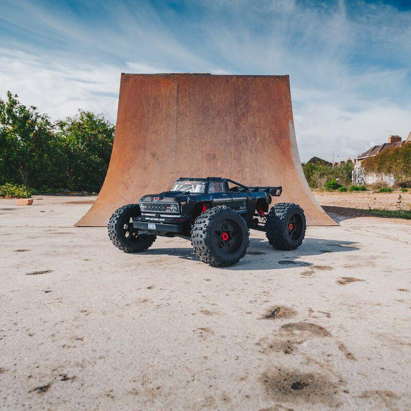 1/5 OUTCAST 4WD EXtreme Bash Roller Stunt Truck, Black